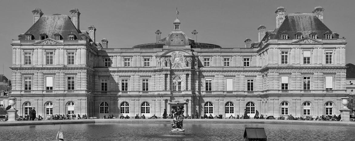 Photo de la façade du Sénat depuis le jardin du Luxembourg
